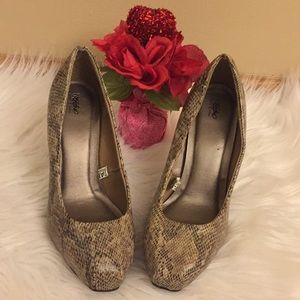 Mossimo Snake Skin Ladies Shoes Size 6 1/2